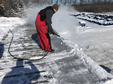 3 Reasons Ice Dam Removal Is For Professionals Not Diyers